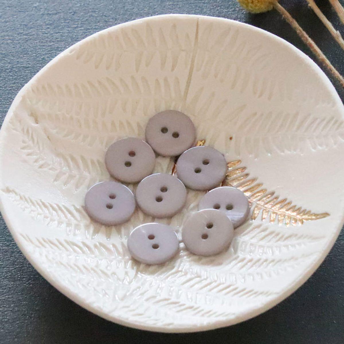 Bouton nacre plat 2 trous - Gris perle