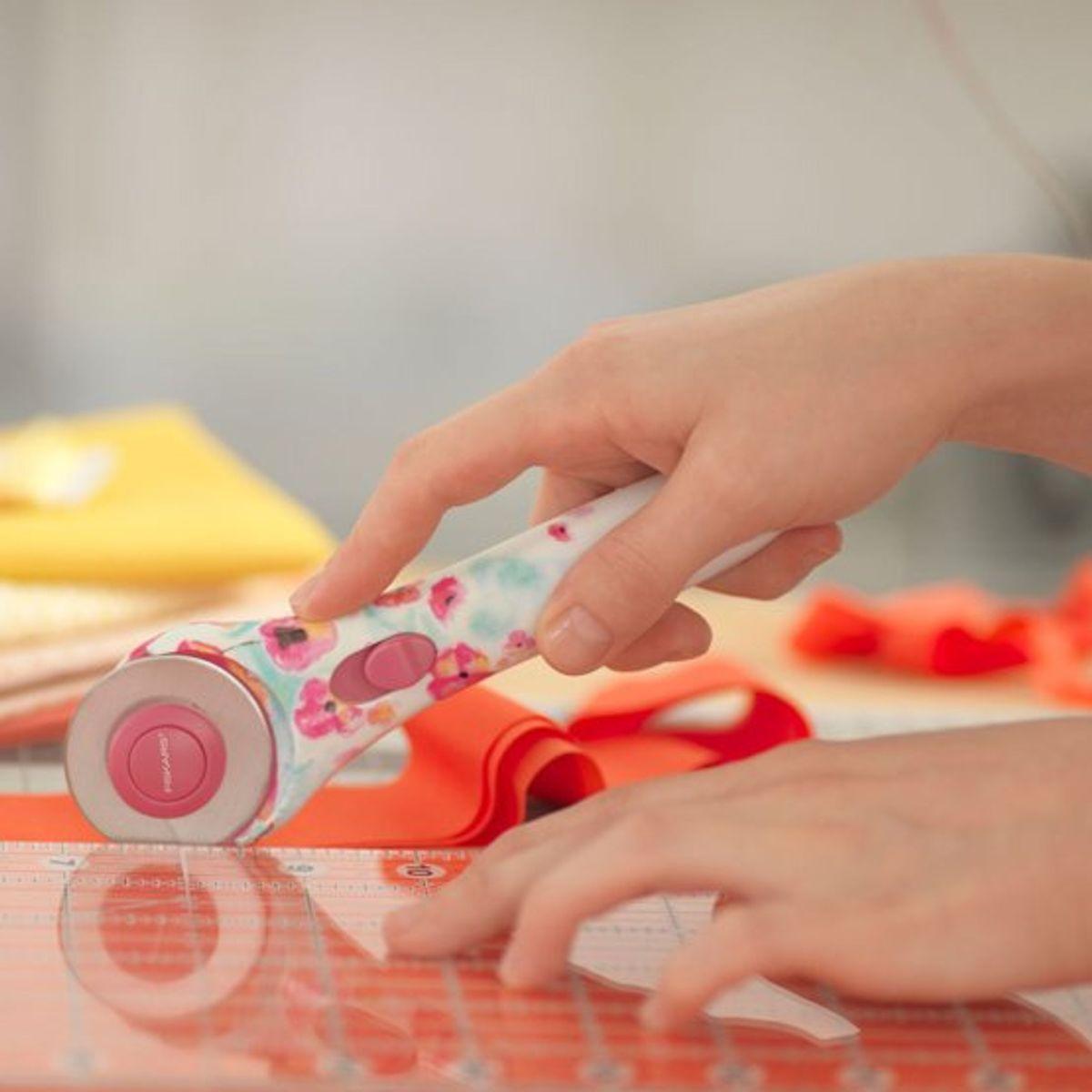 Cutter rotatif Fashion Fleurs Fiskars 45mm